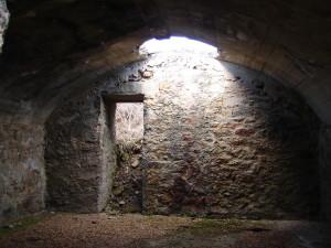 Hiking Madrid Bunker Cruz Gallega Inside